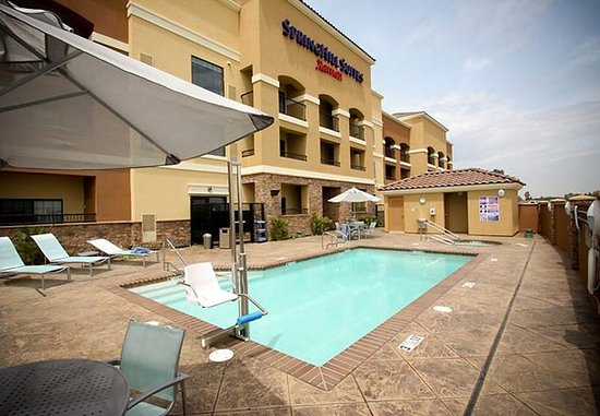 SpringHill Suites Madera: Outdoor Pool