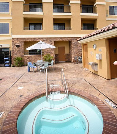 SpringHill Suites Madera: Outdoor Spa