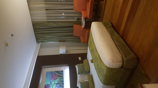 The Cocoon Boutique Hotel: 20161113_203055_001_large.jpg