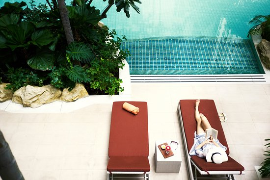 Anantara Baan Rajprasong Serviced Suites: Pool - Lifestyle