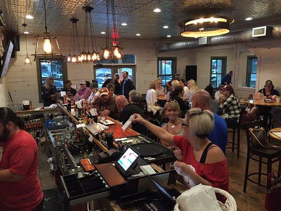 Round Top, เท็กซัส: Texas style fun and a full bar!