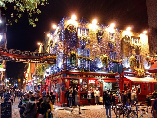 christmas time in temple bar picture of the temple bar dublin tripadvisor. Black Bedroom Furniture Sets. Home Design Ideas