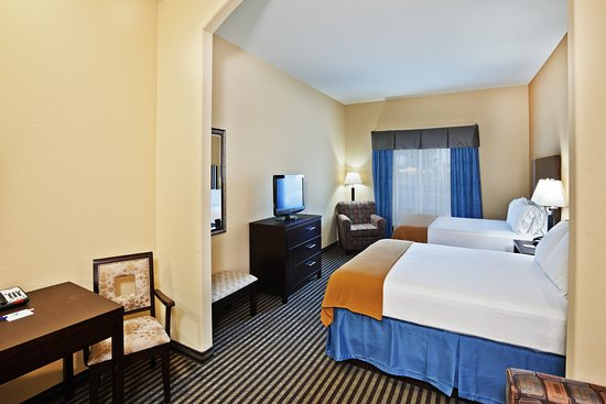 Okmulgee, OK: Two Queen Bed Suite