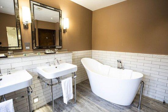 Stone, UK: Suite Bathroom