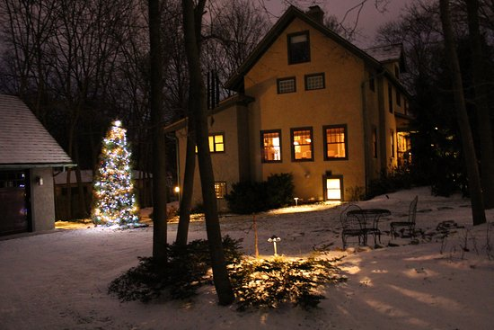 Avalyn Garden Bed and Breakfast: Christmas is a special time of year at Avalyn Garden