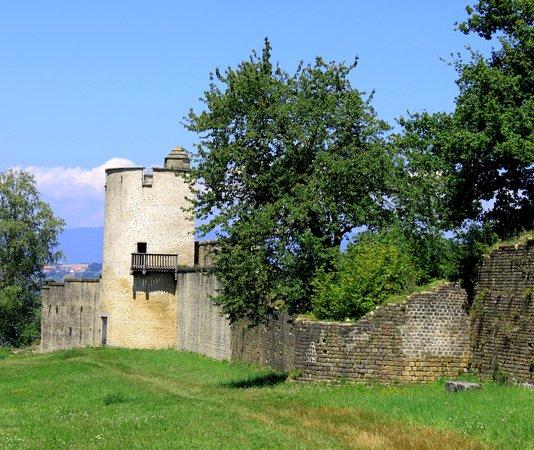 Avenches, Suisse : Римская стена