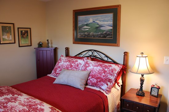 Avalyn Garden Bed and Breakfast: The Links room has a double bed