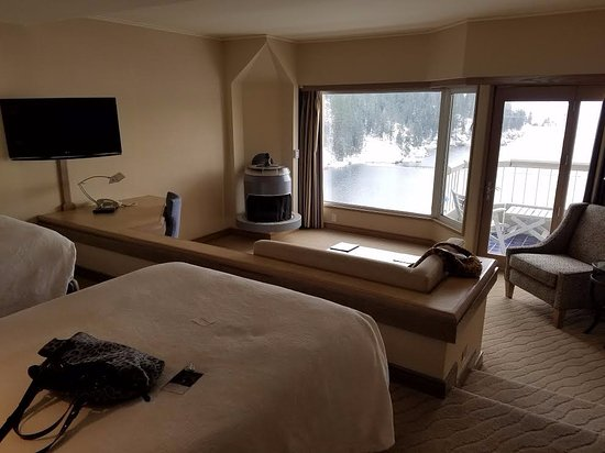 The Coeur d'Alene Resort: 14th Floor Tower Room with two twin beds and step down living room.