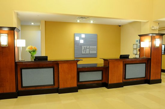 Holiday Inn Express Hotel & Suites Bainbridge: Front Desk