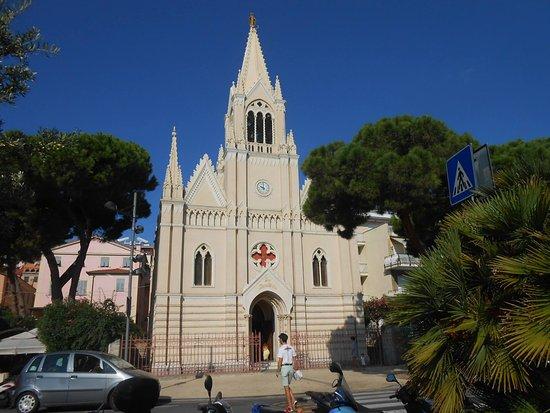 Chiesa Ave Maris Stella A Borgo Marina