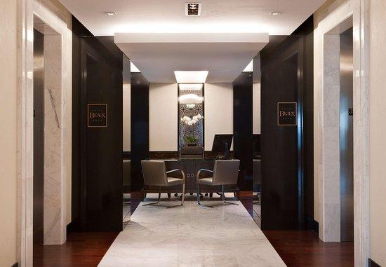 Hotel Beaux Arts Miami: Private Reception Desk