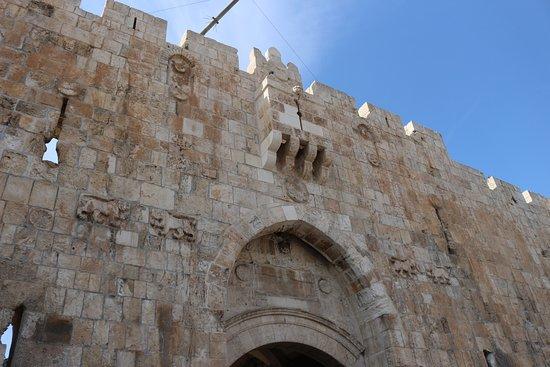 La porta picture of damascus shechem gate jerusalem for La porta media