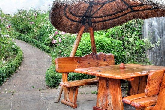 Newent, UK: Outside eating area