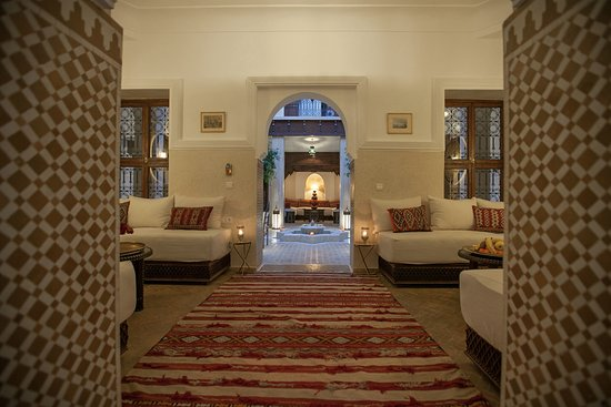 Riad le Clos des Arts: From one courtyard to the other