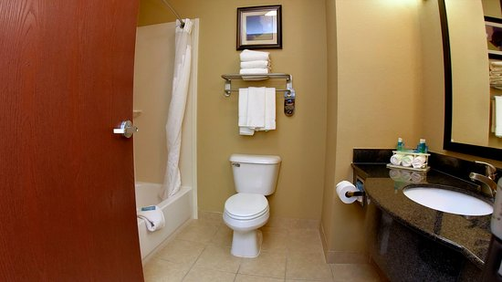 Zachary, LA: Guest Bathroom