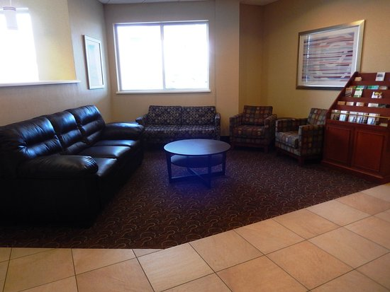 Holiday Inn Lansdale: There is ample seating so you can socialize outside of your room