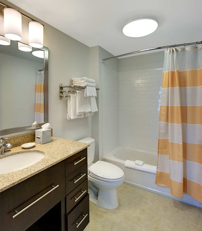 North Kingstown, RI: Guest Bathroom