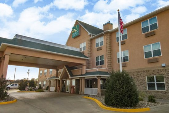 Quality Inn & Suites: Exterior of Hotel
