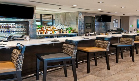 Super 8 Austin/Airport South: Enjoy happy hour at our G Bar and Bistro