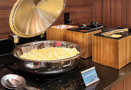 Vernon, Canada: Breakfast Buffet – Scrambled Eggs