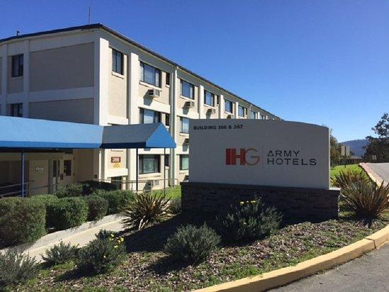 IHG Army Hotel - Presidio of Monterey: Entrance