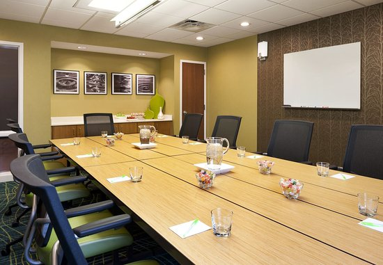 Ridgeland, MS: Highland Conference Room – Boardroom Setup