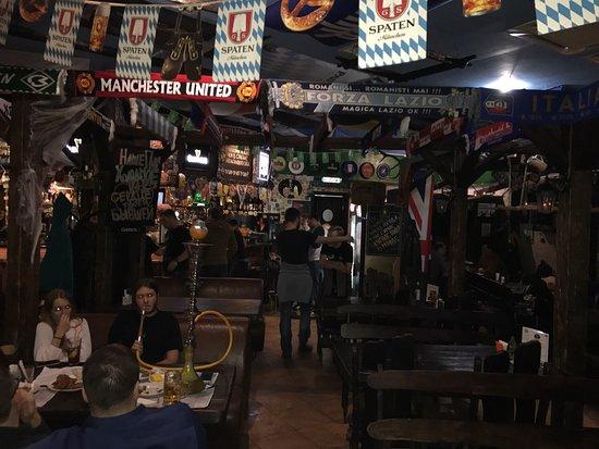 Мужской бар драки возле ночных клубов