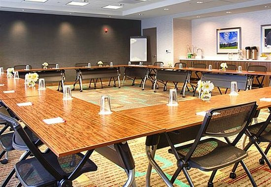 Pullman, WA: Meeting Room – Square Setup
