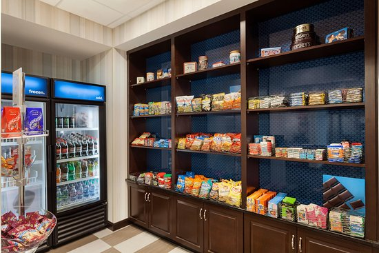 Hampton Inn & Suites Hershey Near The Park: Pavilion Pantry