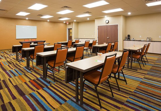 Vadnais Heights, MN: Meeting Room – Classroom Setup