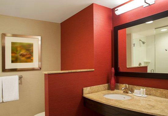 Peoria, IL: Guest Bathroom