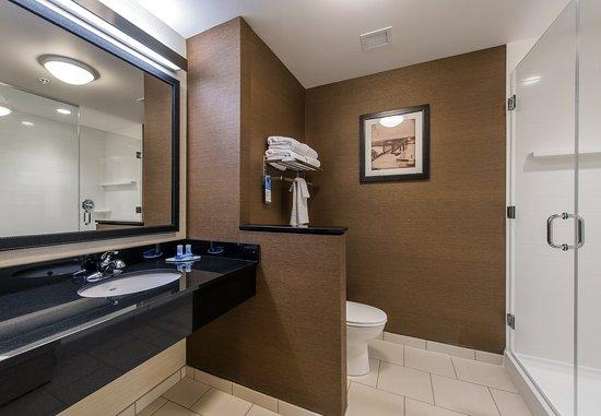 Leavenworth, KS: Suite Bathroom