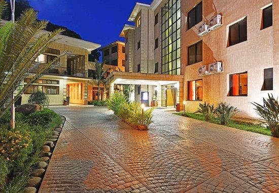 Protea Hotel Kampala: Entrance
