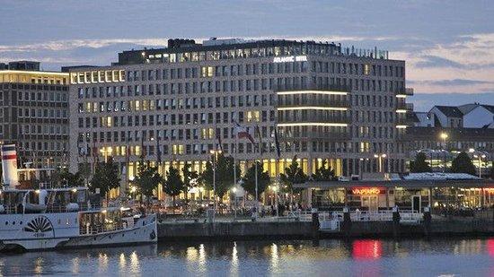 ATLANTIC Hotel Kiel Außenansicht
