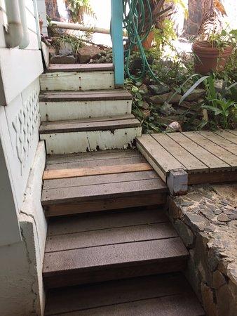 Aqua Bay Villas: Stairs to room