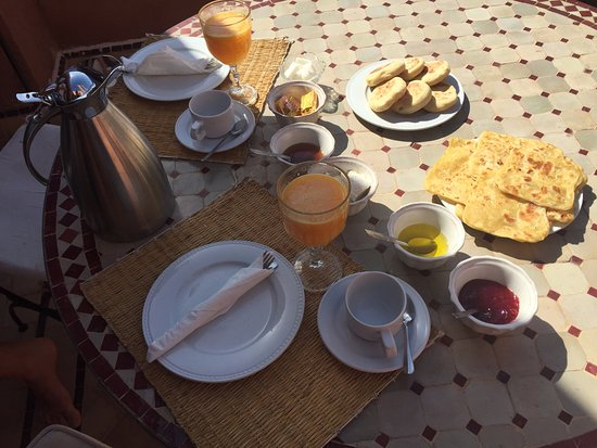 Les Jardins de Zyriab Resort & Spa: Delicious Moroccan breakfast - a must have!