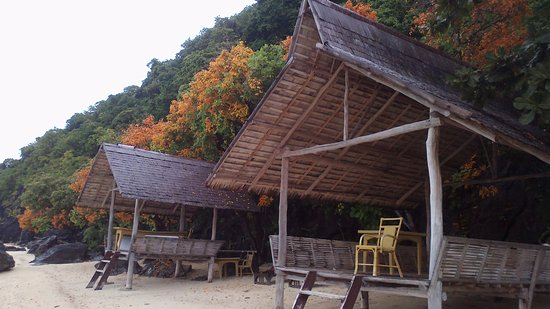 El Nido Resorts Apulit Island: after a little walk from the restaurant and room, North beach picnic area awaits you.