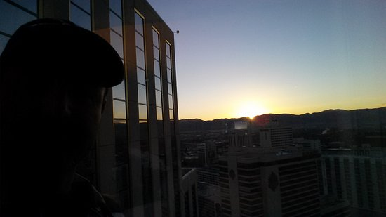 Silver Legacy Resort and Casino: Sunrise 32 floors up
