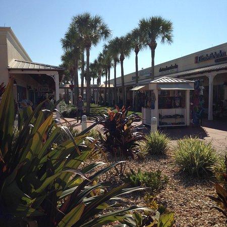 Ellenton Premium Outlets: Sun and shops!