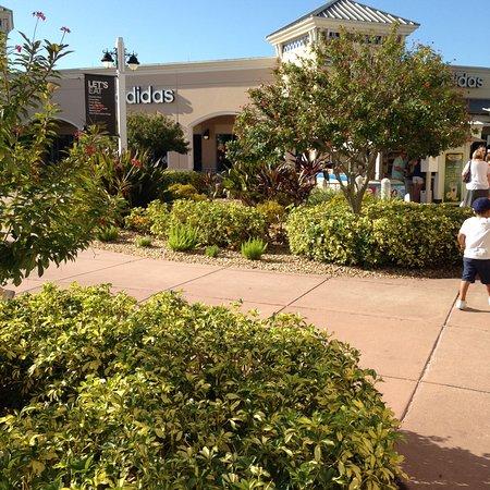 Ellenton Premium Outlets: Nicely landscaped