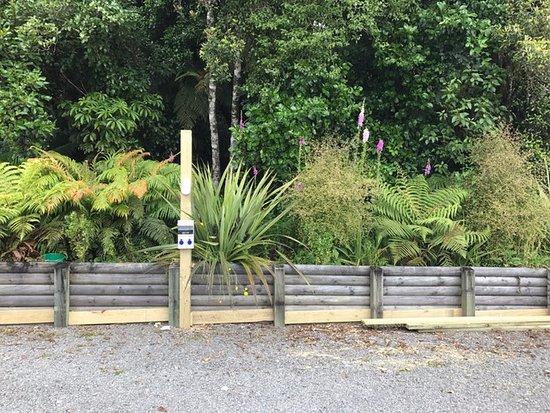 Sir Cedrics Fox Pod Hostel & Inn: POWER SITES FOR CAMPERVAN
