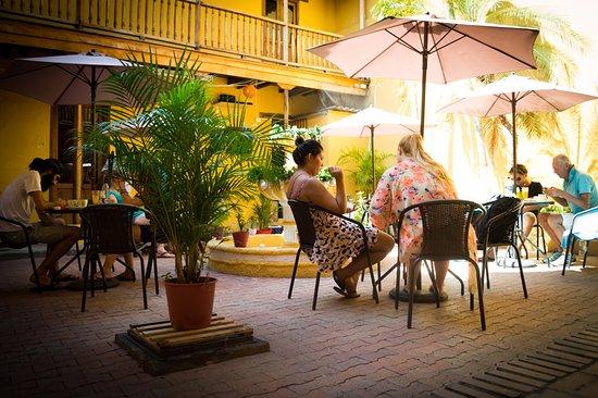 Aborigen Cafe Bar Restaurante: OUR COOL PATIO