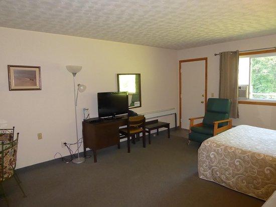 St. Joseph Island, Canada : Bedroom showing rear door