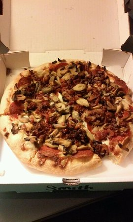 Mansfield, OH: Small pizza with mushrooms, pepperoni and bacon