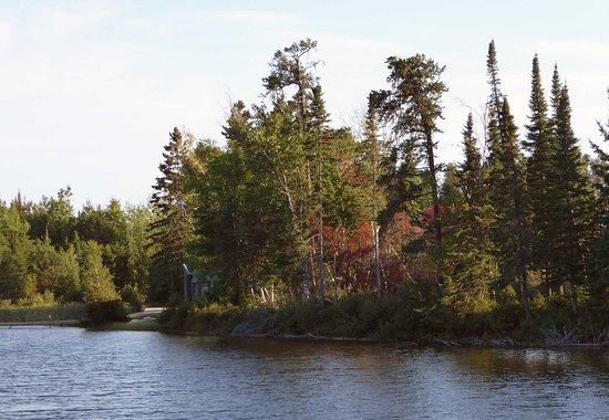 English River, Canada: Motel lake