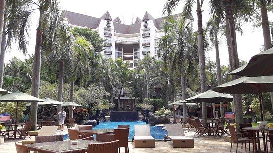 Novotel Surabaya Hotel and Suites: 20161221_095920_large.jpg