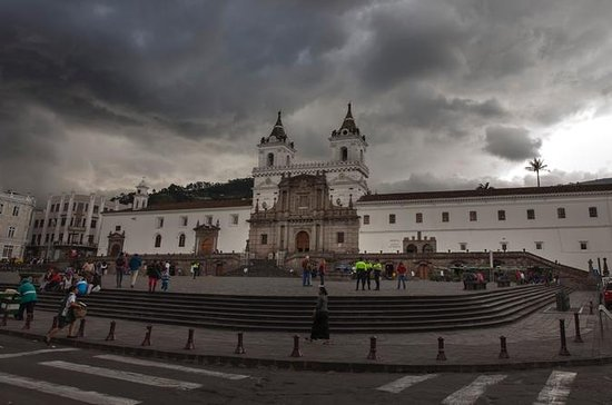 Quito City Sightseeing and Middle of...