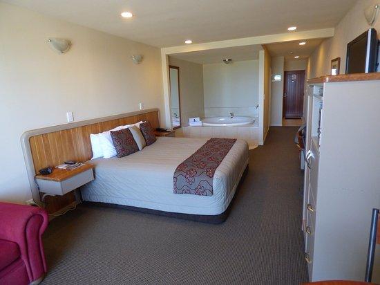 Pebble Beach Motor Inn: Room 11