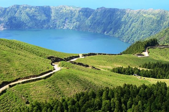 Full-Day Sete Cidades 4x4 Tour