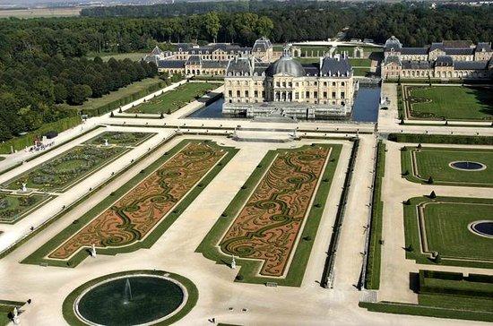 Chateaux de Fontainebleau and Vaux le...